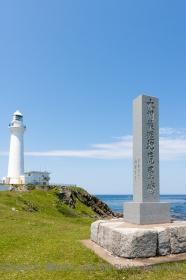 記念碑と尻屋崎灯台