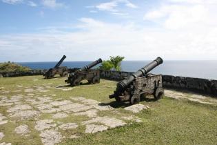 3台並ぶ砲台