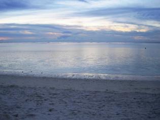 砂浜も暗くなってきた