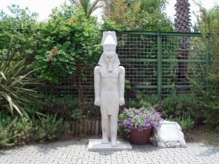 エジプト・ラムセス二世の像