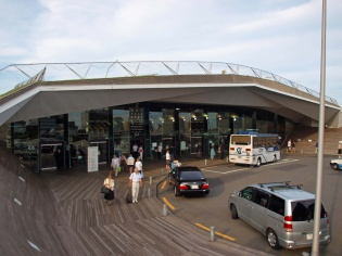 ターミナル出入り口