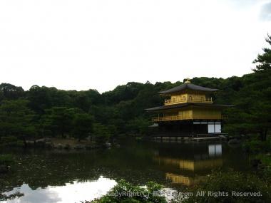 鏡湖池と金閣(舎利殿)