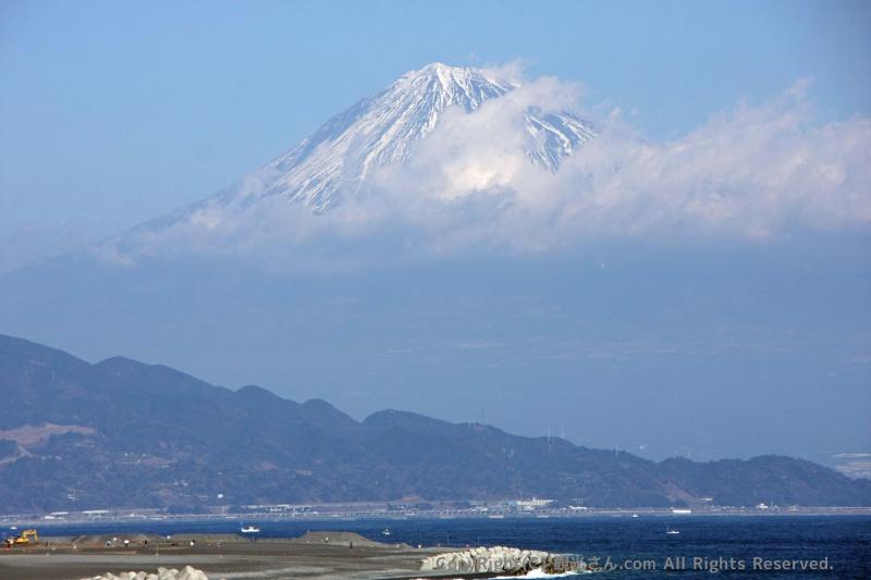 中に浮いた富士山?